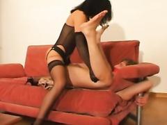 Девушка страпонит своего послушного парня