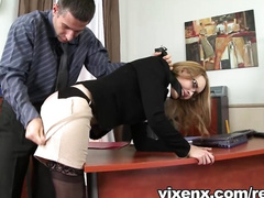 Грубый шеф наказывает секретаршу сексом