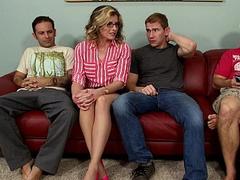 Зрелая тетка шпилится с тремя бойфрендами