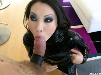 Шикарная госпожа имеет крутого раба