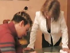 Молодой самец трахает опытную репетиторшу