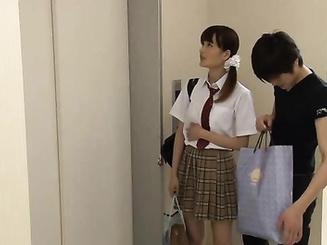Горячий чел насилует японку в лифте