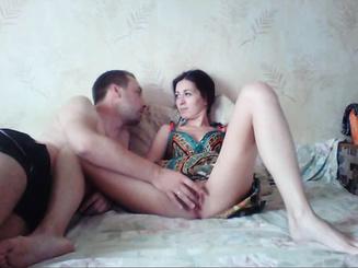 Супружеская пара опять занимается сексом в спальне