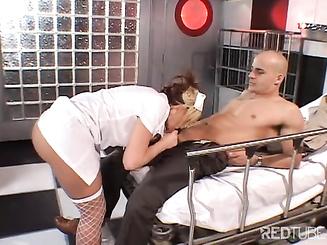 Медсестра трахает больного