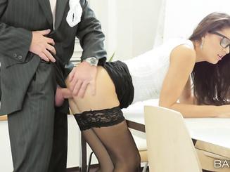 Босс поставил секретаршу раком