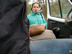 Дальнобойщик снял русскую проститутку на трассе за деньги - Скрытая камера