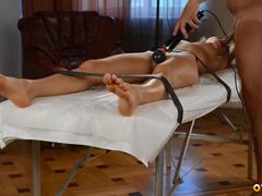 Связанная Наталья Немчинова делает минетик и ловит оргазм от мастурбации