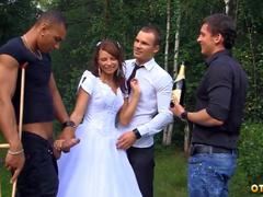 Adriana отметила свою свадьбу групповухой с друзьями дорогого