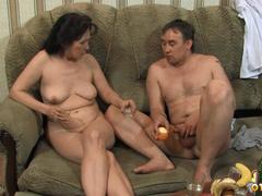 Вася из Томска заставляет тётку стонать от оргазма
