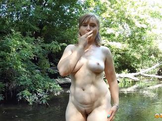 Oxana Shy голая на природе с пузатым любовником