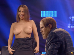 Елена Беркова оголила титьки в прямом эфире на телевидении