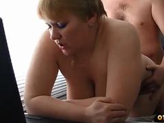 Поебушки толстой тётки с огромными сиськами с начальником в кабинете