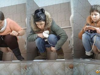 Писсинг студенток в туалете института передним планом