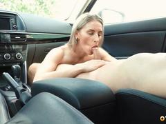 Поделился записью как любовница волшебно обсасывает в машине
