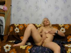 Горячая сессия соло мастурбации мамки блондинки (32 года)