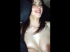 Пьяные столичные сучки устраивают стриптиз в машине